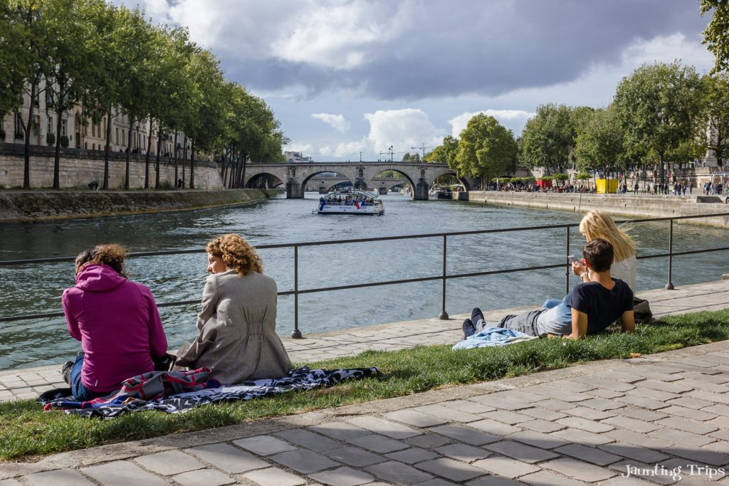 banks-seine-paris