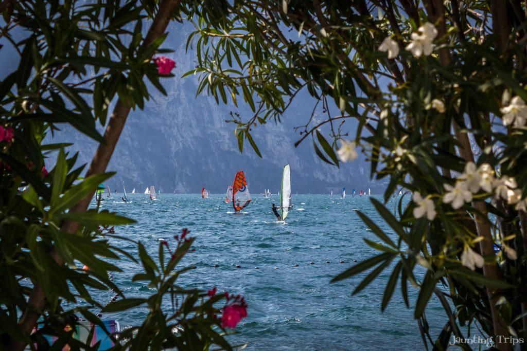 lake-garda-windsurfers