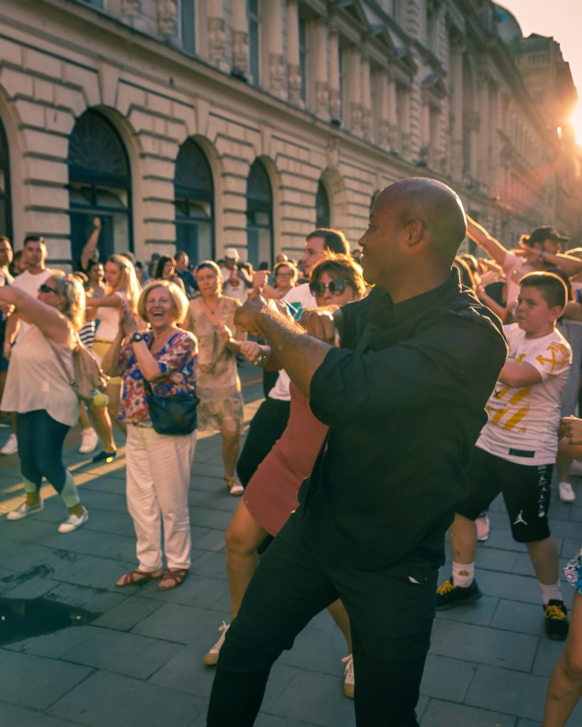 Bucharest dances in the street